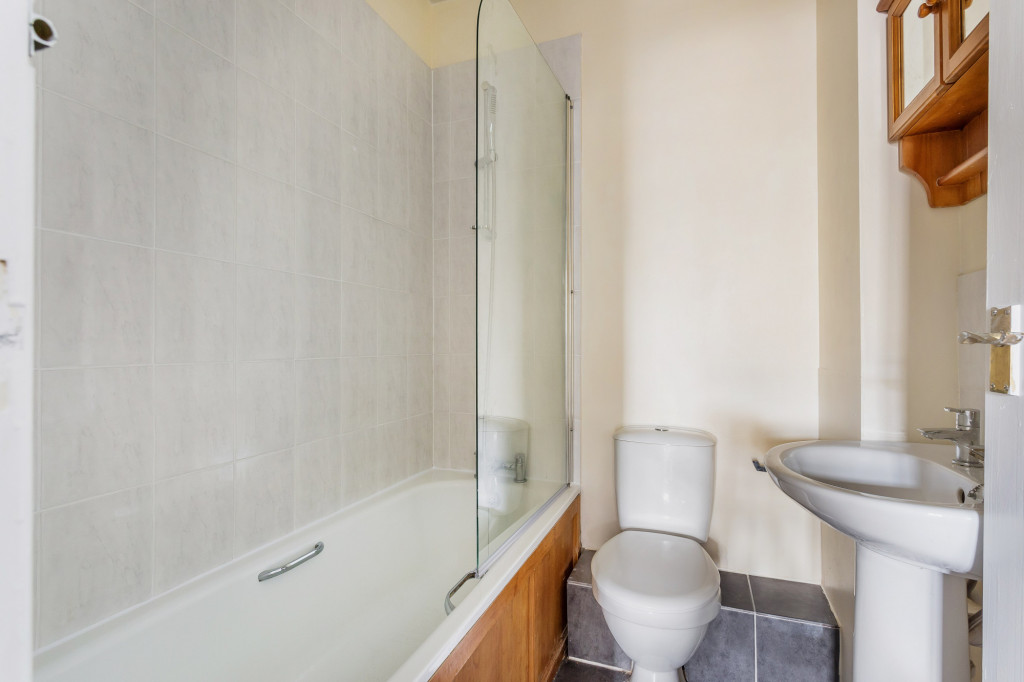 1 bed flat to rent in Galsworthy House High Street,  Dorking, RH4 6