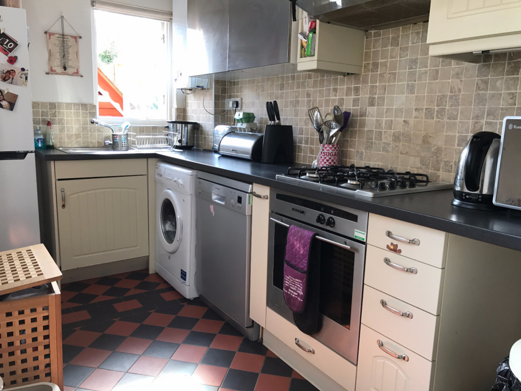 3 bed semi-detached house to rent in Oakdene Road Brockham, Brockham, Betchworth, RH3 1