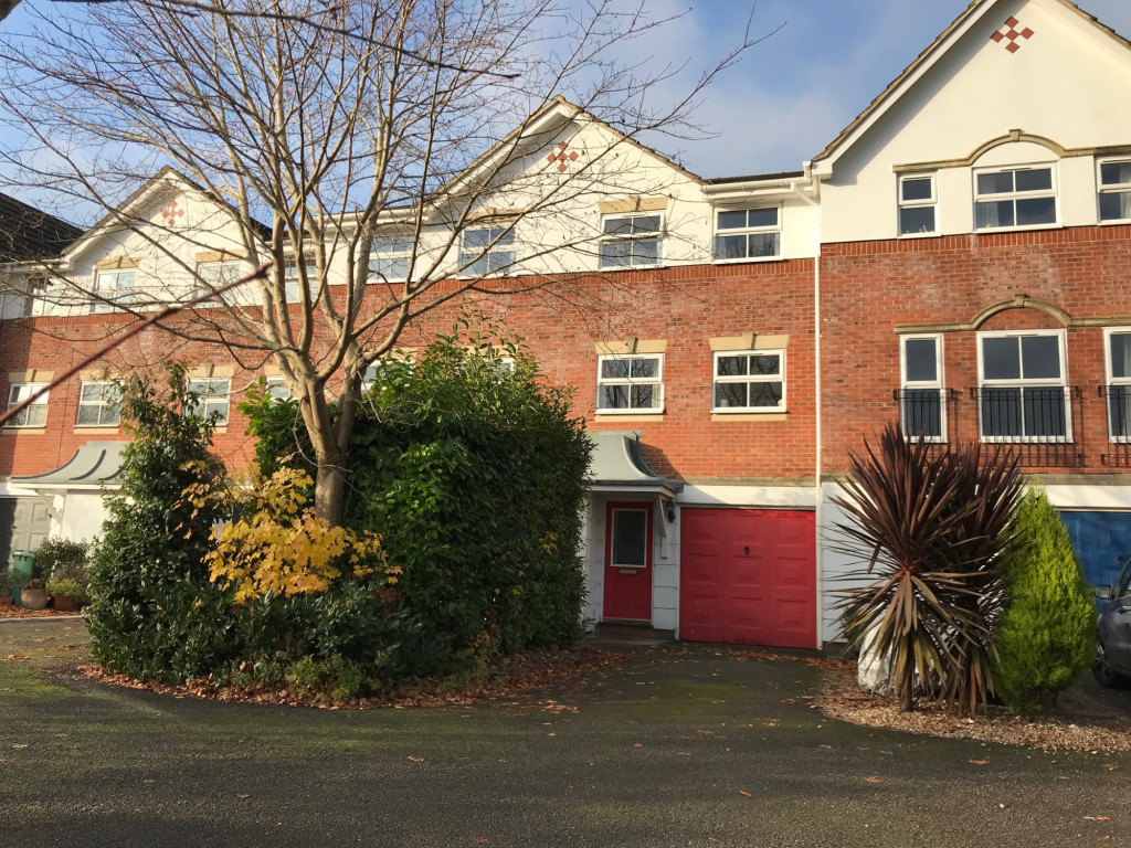 3 bed town house to rent in  Grosvenor Mews, Prices Lane,, Reigate, RH2 1