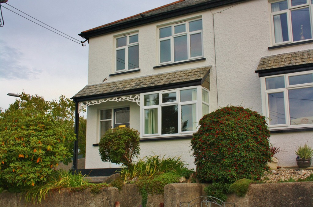 Located within close proximity to Launceston town centre, is this elevated three bedroom 1930s semi-detached property with garage and parking.