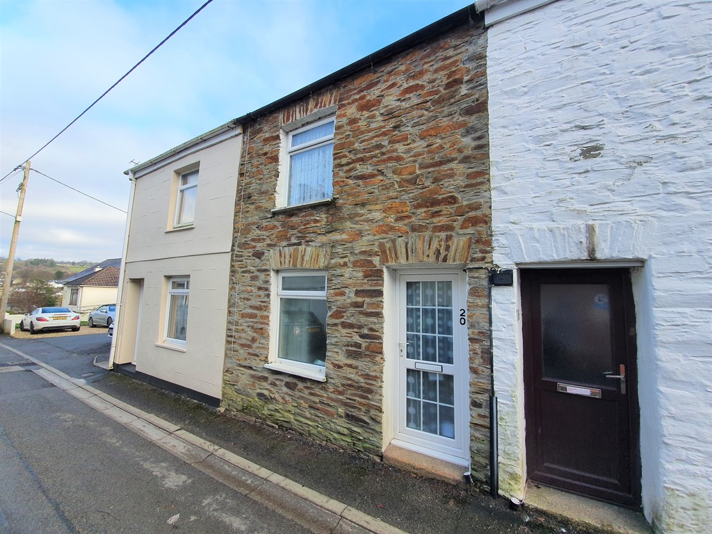 Moments from the town centre and with views of St Mary's Church is this bright, well-presented mid terrace cottage.