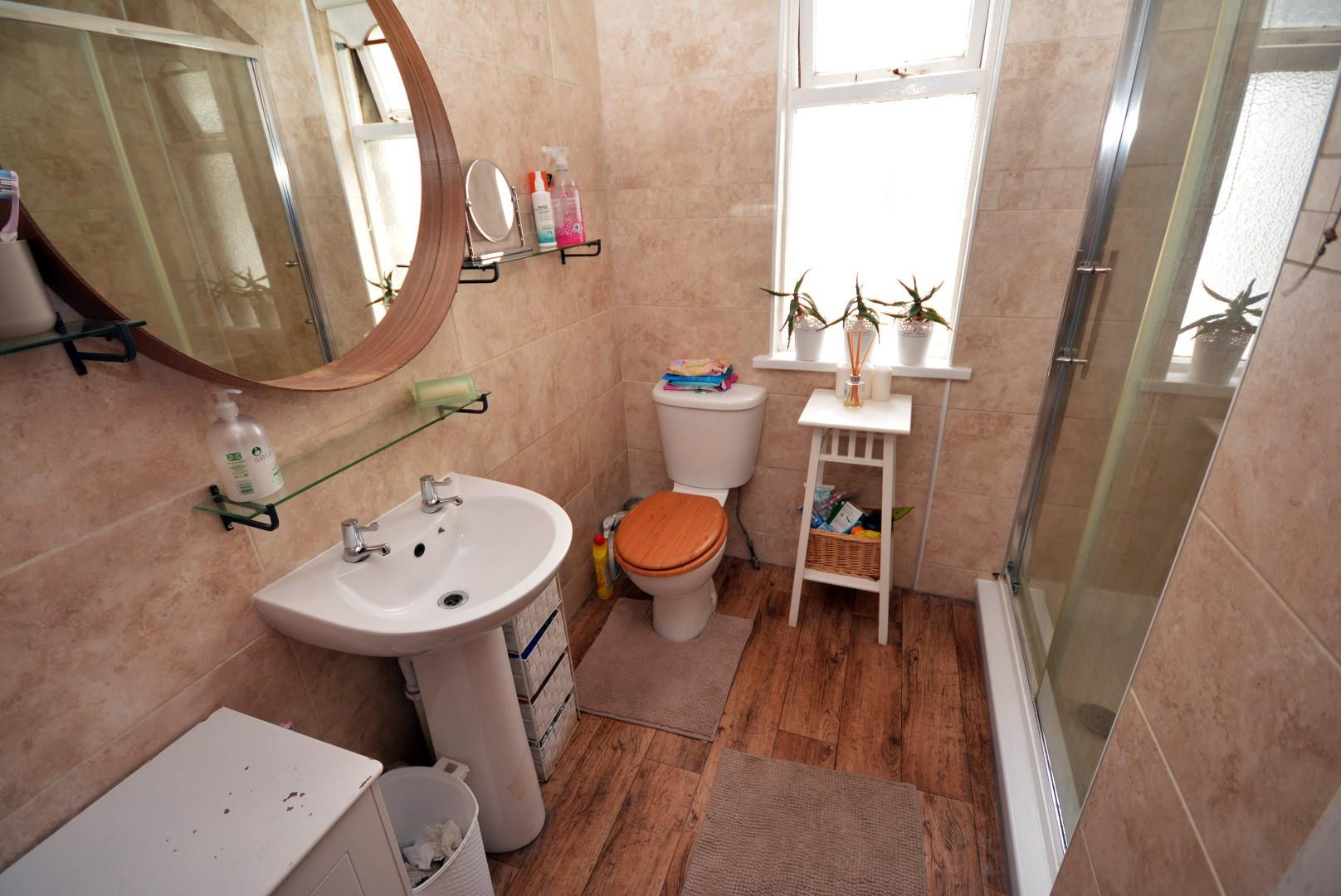 5 bed end of terrace house for sale in Claude Road, Cardiff 8