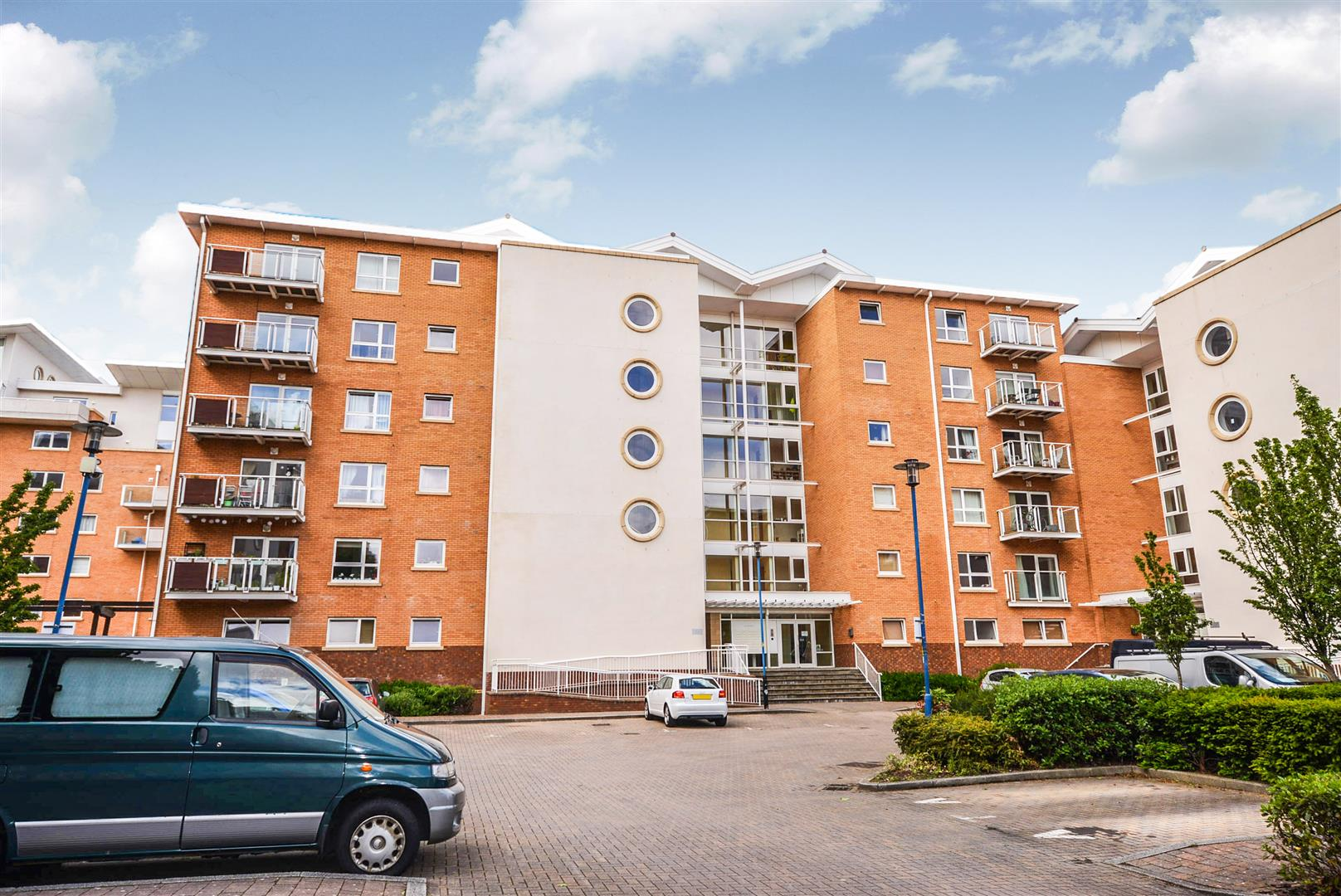 1 bed apartment for sale in Chandlery Way, Cardiff - Property Image 1