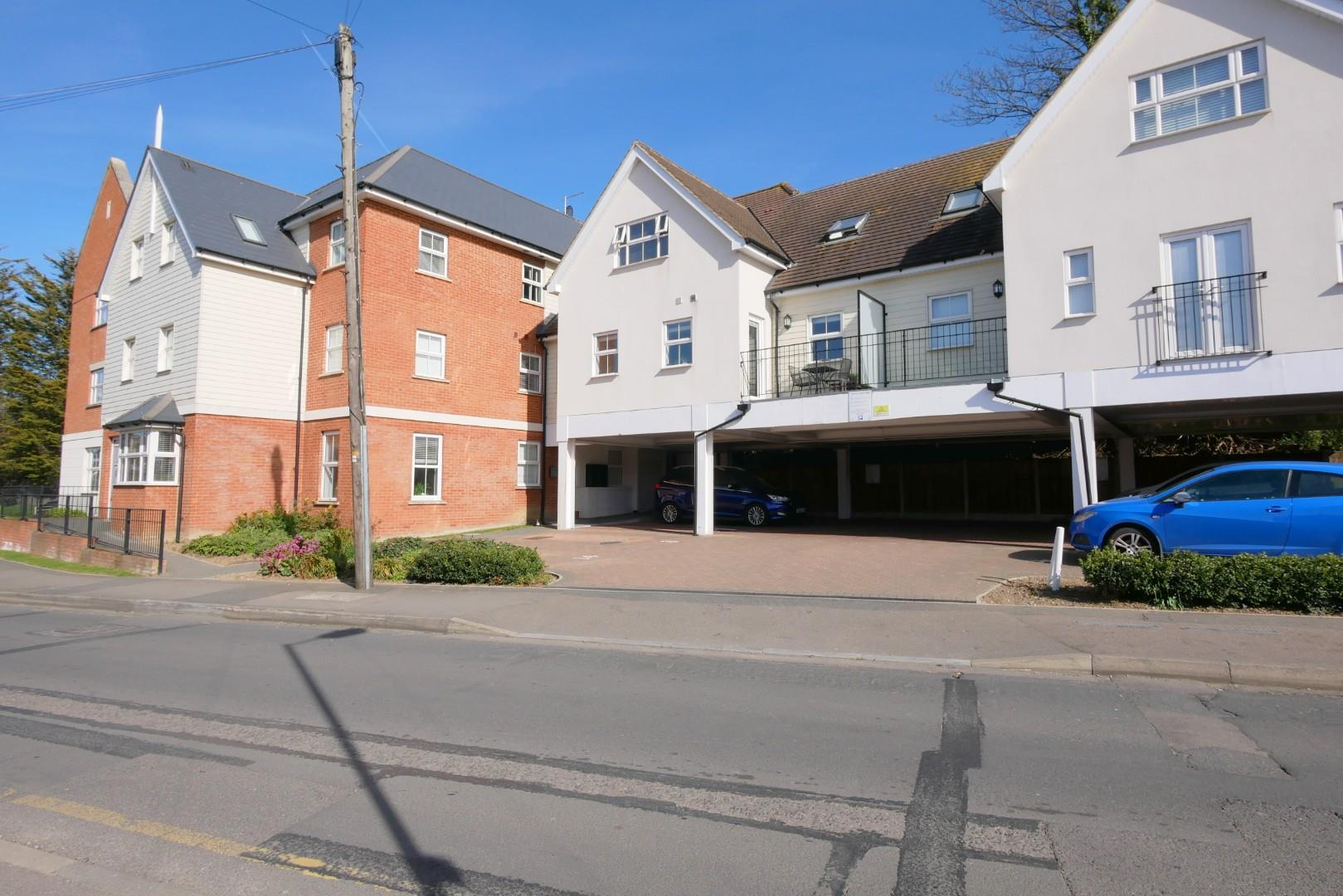 2 bed apartment to rent in The Approach, Rayleigh, SS6