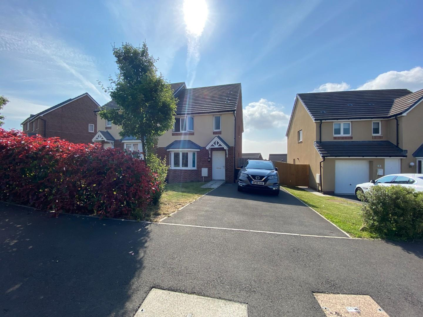 3 bed semi-detached house to rent in Elgar Avenue, Newport, NP19