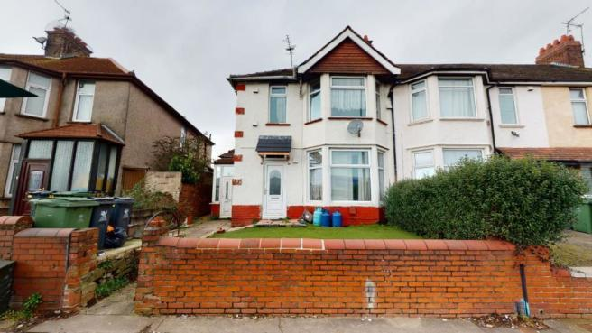 3 bed block of apartments for sale in Newport Road, Cardiff, CF24