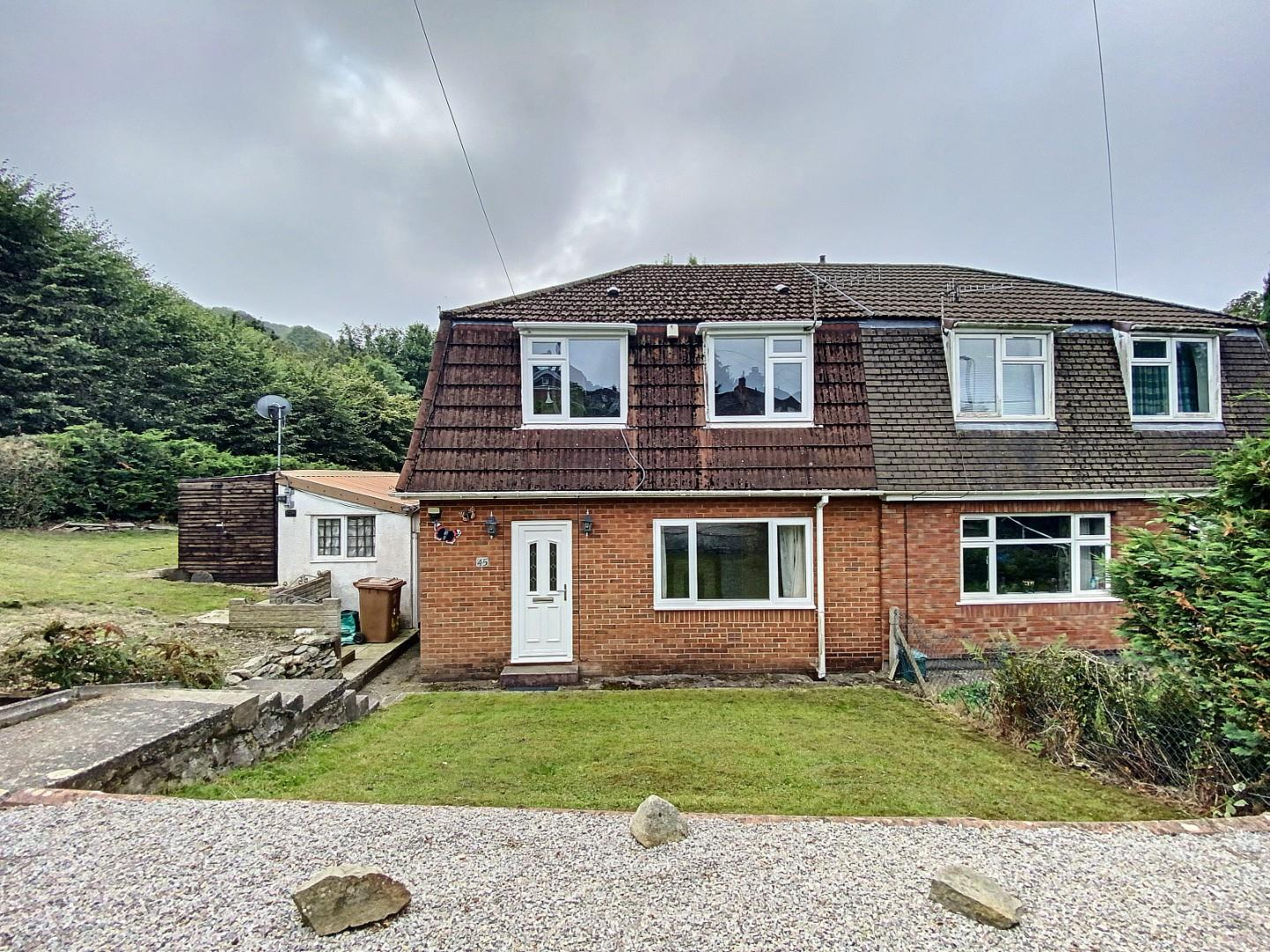3 bed semi-detached house to rent in High Meadow, Newport, NP11
