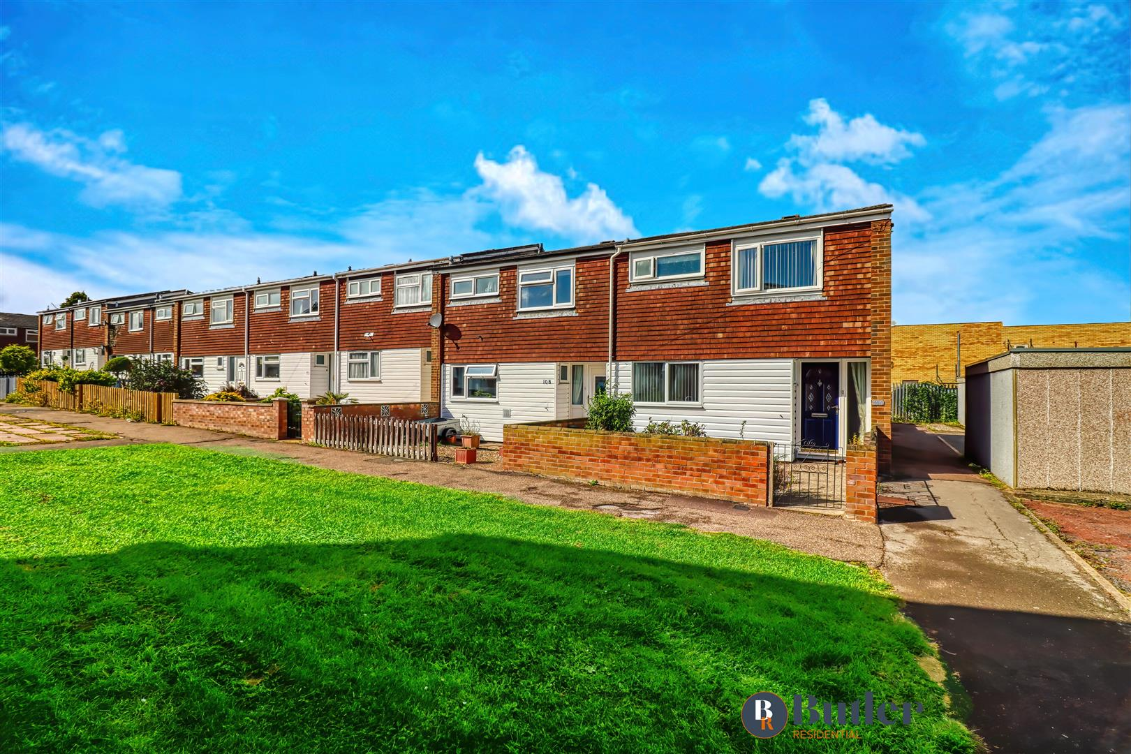 3 bed end of terrace house for sale in Howitts Gardens, St. Neots  - Property Image 1