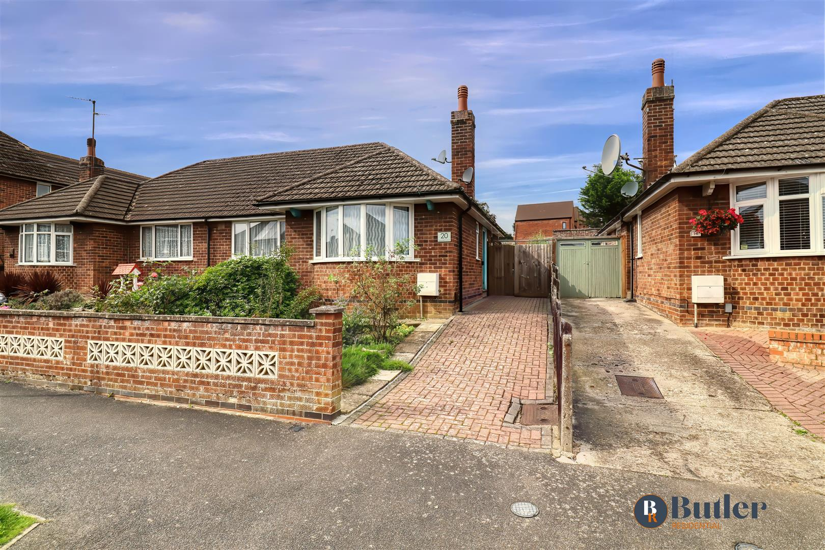 2 bed semi-detached bungalow for sale in Greenfield Avenue, Kettering - Property Image 1