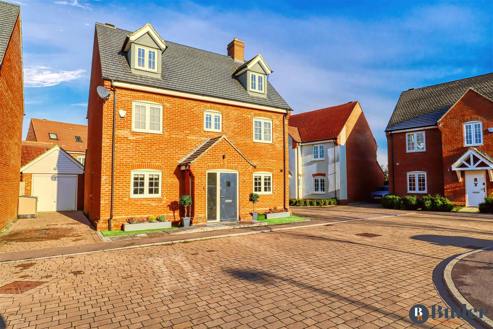5 bed detached house for sale in Woodpecker Gardens, Bedford  - Property Image 1