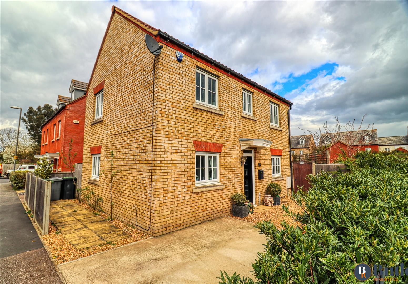 3 bed detached house for sale in Birch Grove, Henlow, SG16