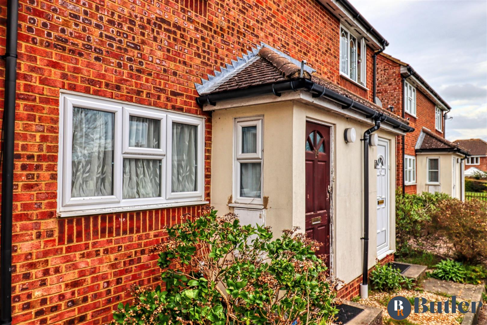 2 bed semi-detached house for sale in Hayfield, Stevenage  - Property Image 1