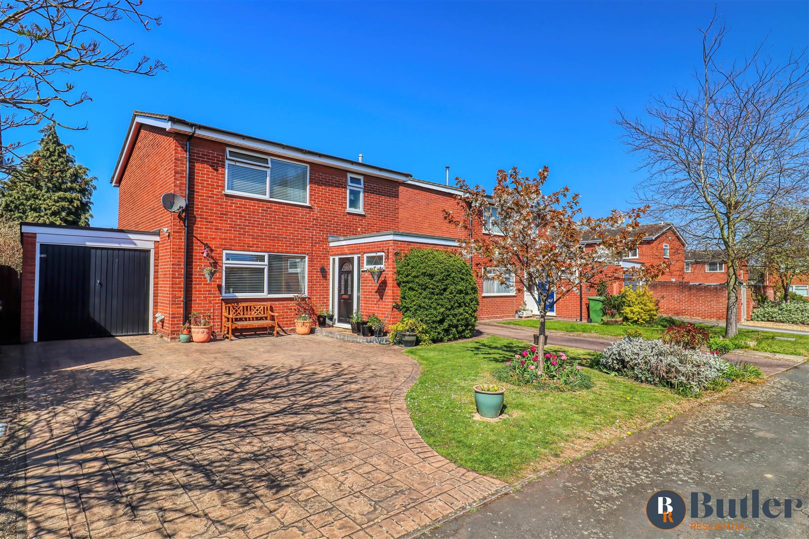 3 bed detached house for sale in The Osiers, St. Neots  - Property Image 1
