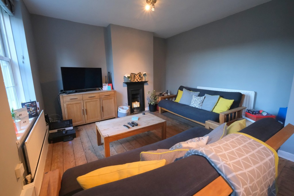 2 bed ground floor flat to rent in Deloraine House, Deptford - Property Image 1