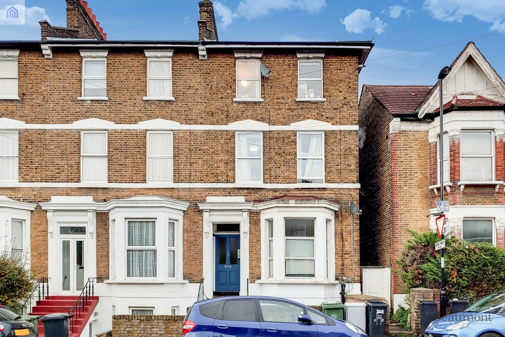 Newly refurbished garden flat. This is a really rather beautifully appointed ground floor flat with two bedrooms and a private garden. Near the High Street and x3 Stations. Available now. #AskBeaumont