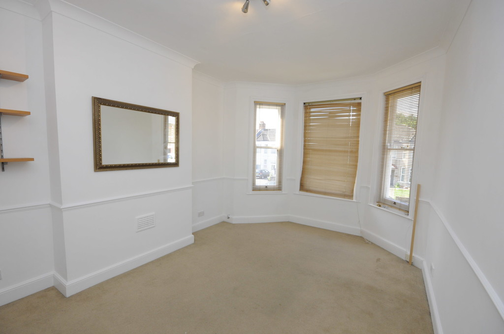 Flat to rent in Hither Green Lane, Hither Green  - Property Image 2