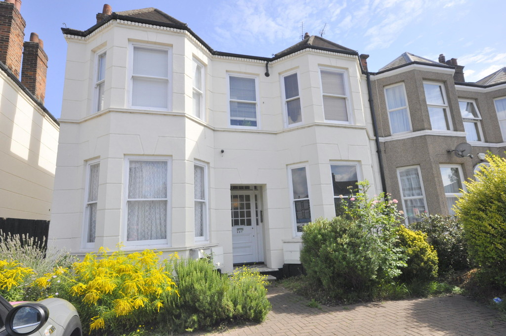 Flat to rent in Hither Green Lane, Hither Green  - Property Image 1