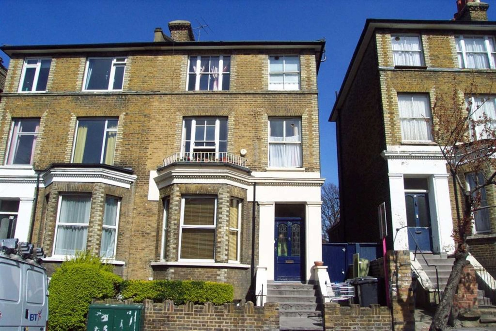 We are delighted to offer this smart , bright and airy top floor Victorian conversion flat, located in a popular tree lined road just minutes from the town centre and within easy reach to Lewisham DLR & Train Station. The property comprises from one bedroom, reception room, kitchen which is partly open planned with the living room and modern white bathroom.  Available now.