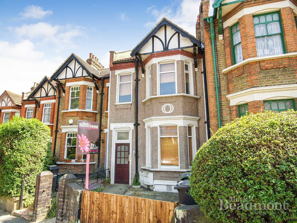 Mark Beaumont estate agents are please to offer for rent this smart first floor Victorian flat in Ladywell on the border of Brockely. A stroll away from Ladywell train station & Ladywell Village. 2 Bedrooms. New Kitchen, New Bathroom.