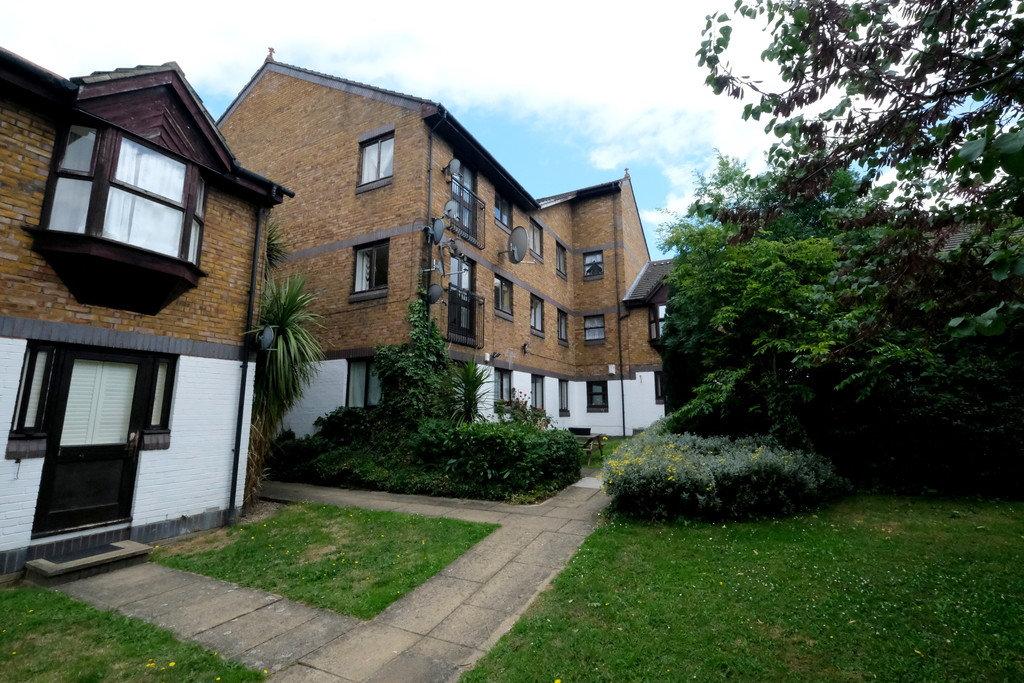 Beaumont Lettings are pleased to offer this marvellous, two double bedroom 1st floor purpose built flat found in the heart of Lewisham. Overlooking lush greenery within the communal gardens, the property is offered as furnished only and is available for immediate occupation. The property offers two double bedrooms (one bedroom is slightly smaller than the other), lounge, kitchen and modern bathroom. Located in close proximity to the High Street, this property is ideally suited for sharers, a couple looking for some extra space or a small family. The property is currently being re-decorated and will be available from August 2021.