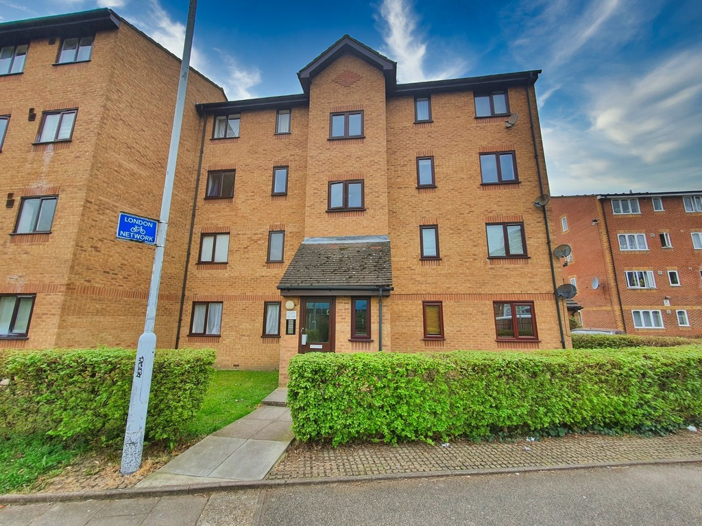 2 bed flat to rent in Armoury Road, Deptford  - Property Image 1