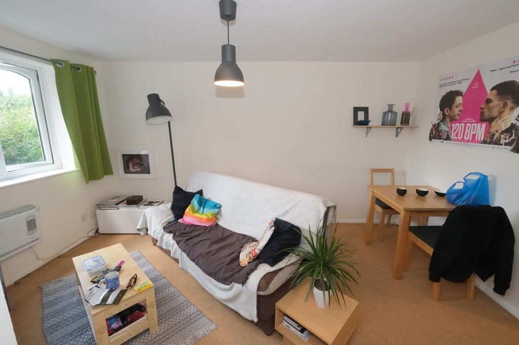 1 bed flat to rent in Armoury Road, Deptford 2