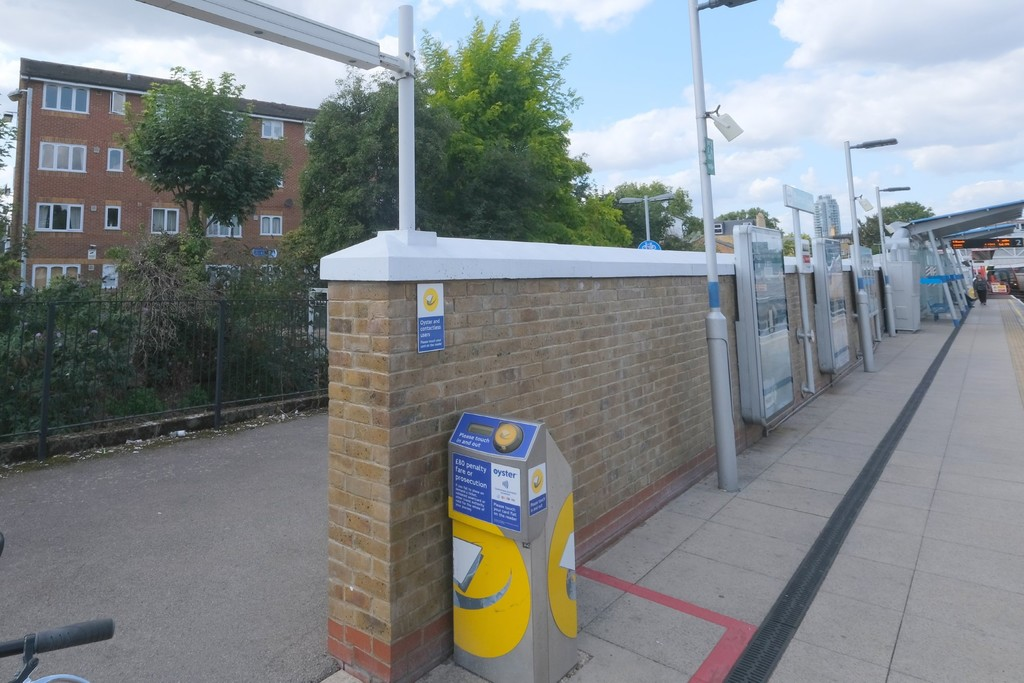 1 bed flat to rent in Armoury Road, Deptford 1