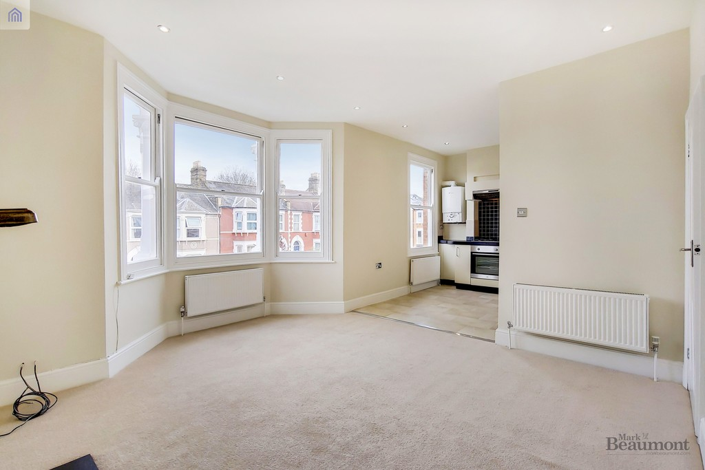 A smart first floor Victorian conversion flat, which has recently been refreshed throughout.  Two good sized bedrooms. New Décor, smart throughout. Available Now. We hold keys to 'socially distance' show you around.