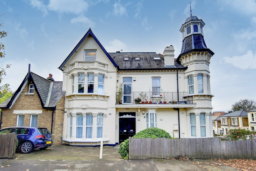 Top floor Victorian conversion flat in an attractive building with access to the 'turret' in a smart residential road near 3 Stations. 2 bedrooms and vaulted ceilings.