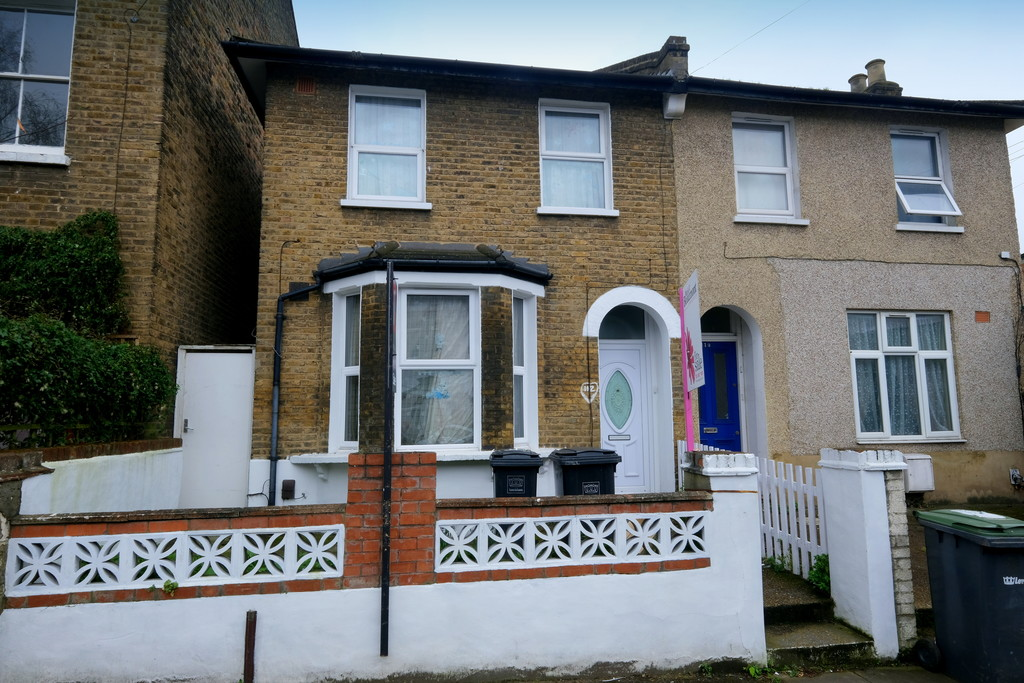 2 bed house for sale in Courthill Road, Lewisham  - Property Image 1