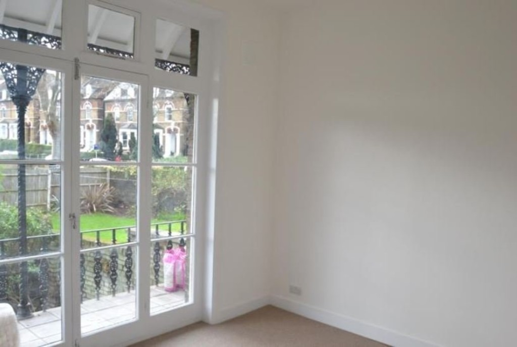 2 bed flat to rent in New Cross Road, New Cross 3