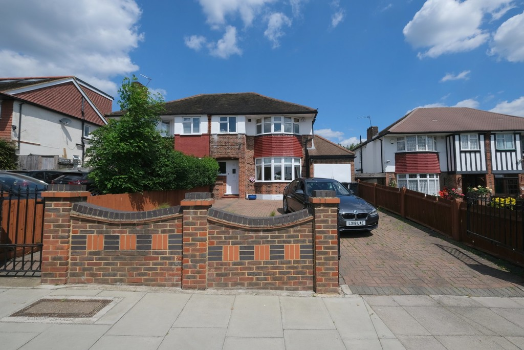 Attractive halls adjoining semi-detached house.  Popular Horn Park area. Winn Road is a pretty tree lined road with an interesting and attractive variety of large houses. This house backs onto the park with a green view.