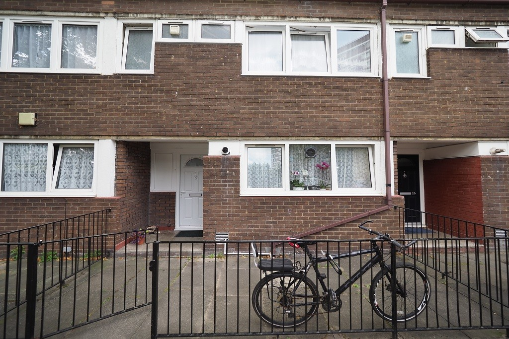 3 bed flat for sale in Russett Way, Lewisham - Property Image 1