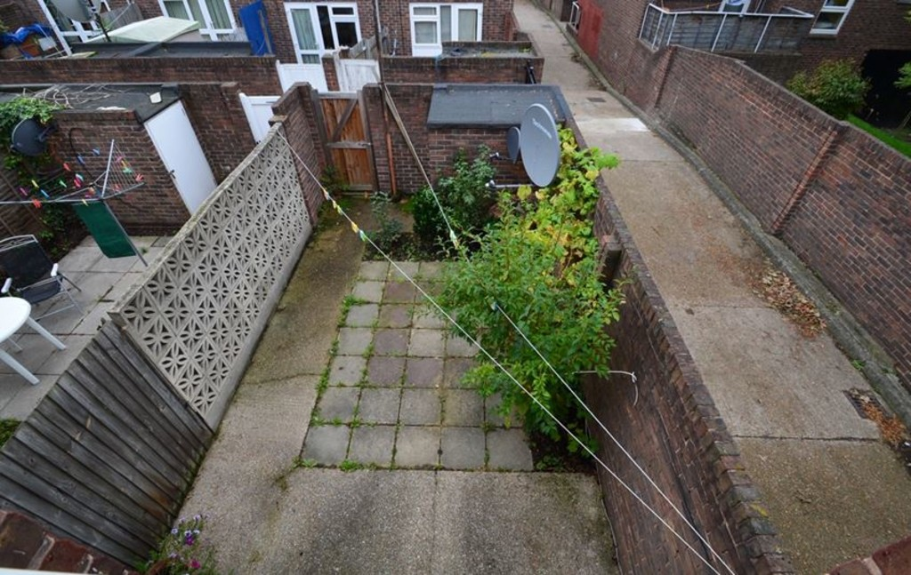 2 bed end of terrace house for sale in Pattison Walk, London  - Property Image 9