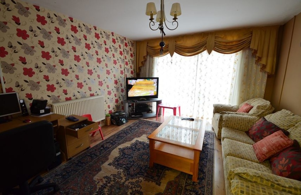 2 bed end of terrace house for sale in Pattison Walk, London  - Property Image 4