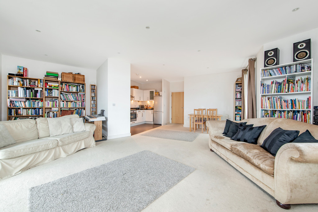 2 bed apartment for sale in Birdwood Avenue, Hither Green 3