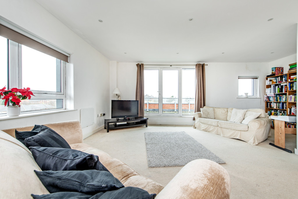 2 bed apartment for sale in Birdwood Avenue, Hither Green  - Property Image 1