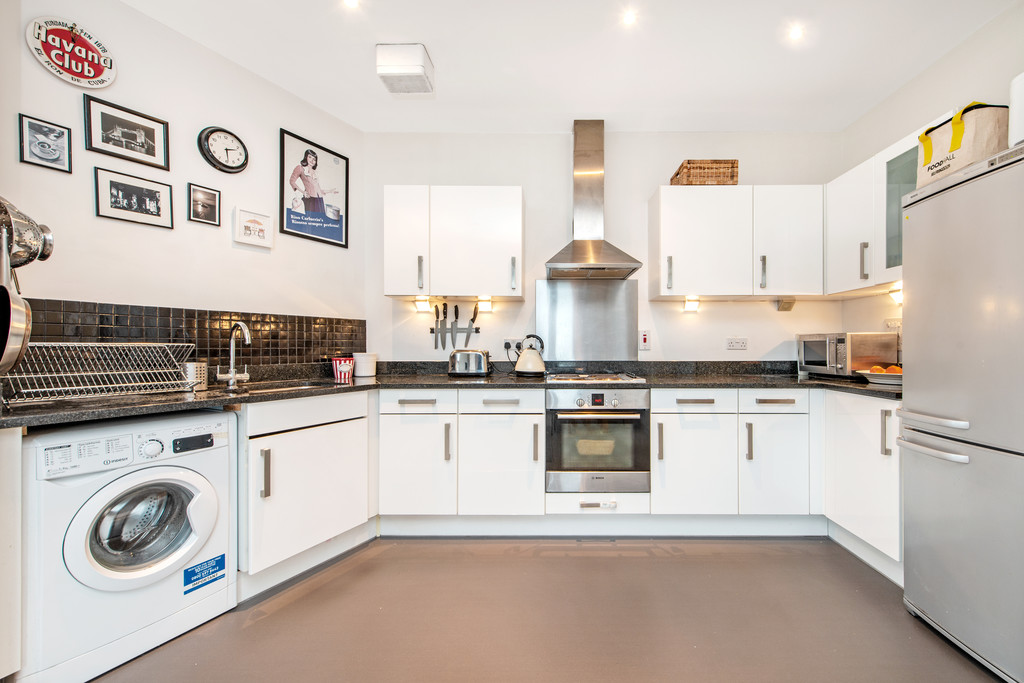 2 bed flat for sale in Birdwood Avenue, Hither Green  - Property Image 6