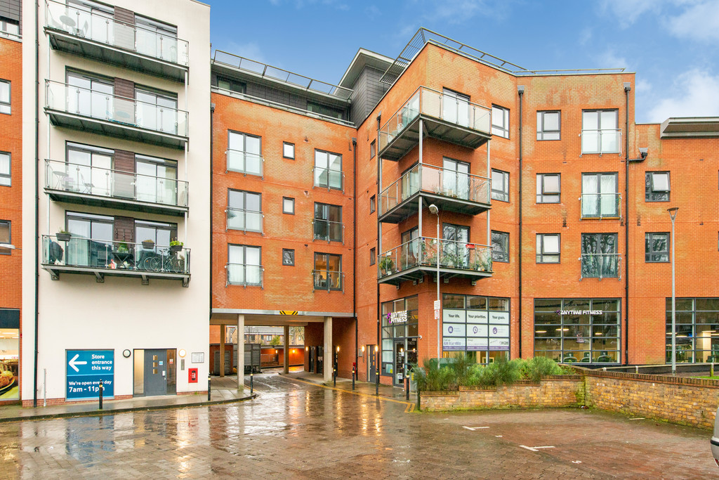 2 bed apartment for sale in Birdwood Avenue, Hither Green 4