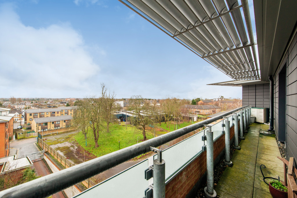 2 bed apartment for sale in Birdwood Avenue, Hither Green 2