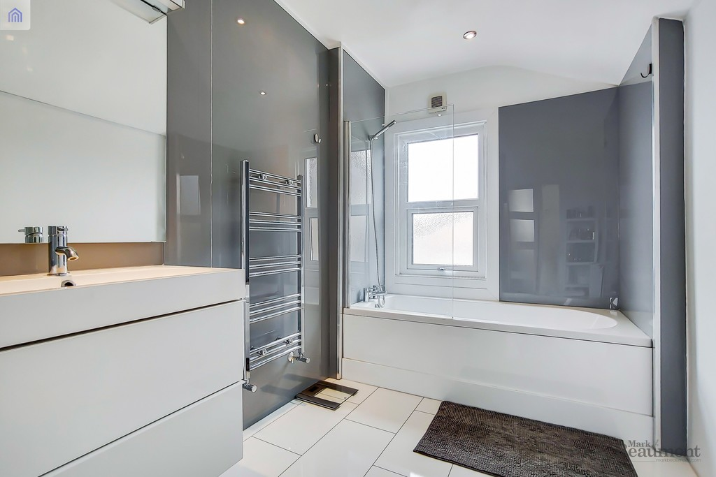 4 bed terraced house for sale in Wisteria Road, London 5