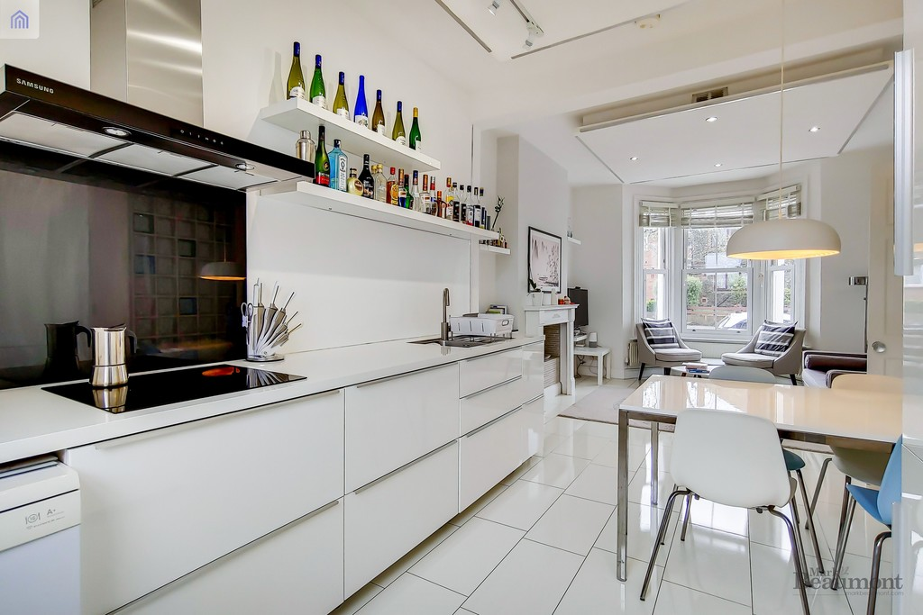 4 bed terraced house for sale in Wisteria Road, London  - Property Image 3