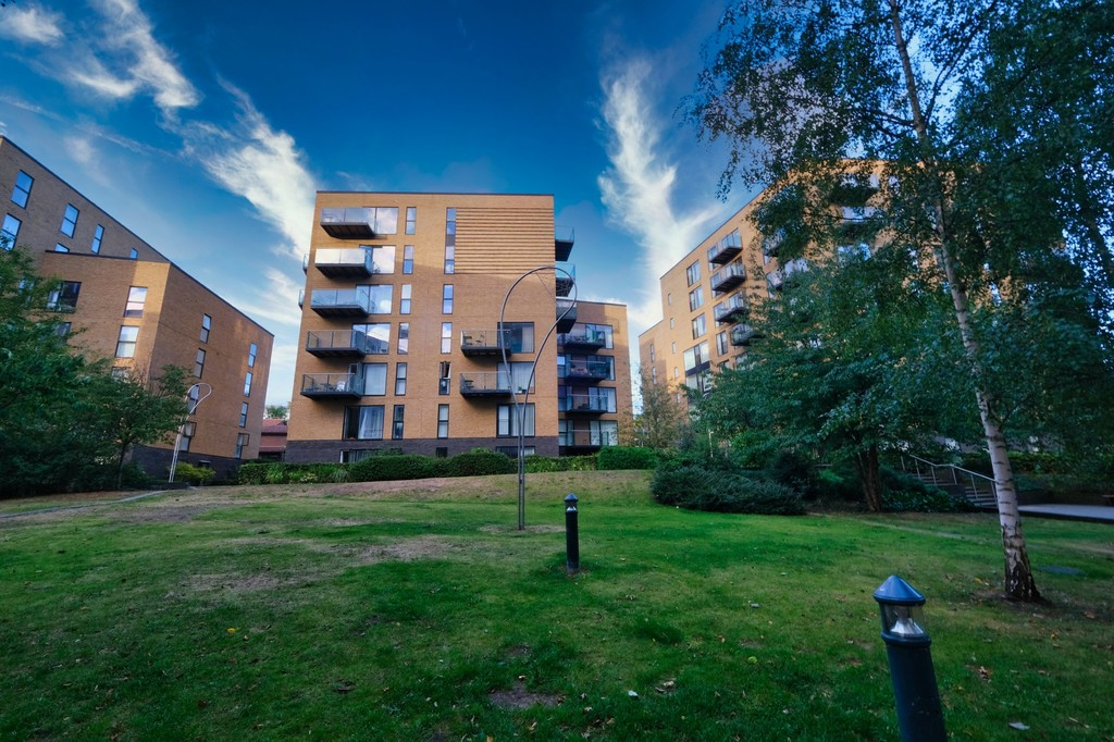 1 bed flat to rent in Augustine House, 72-78 Connington Road - Property Image 1
