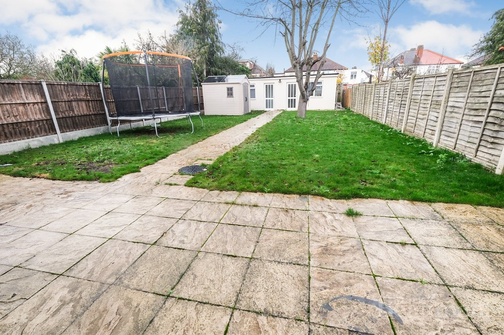 4 bed house for sale in Callander Road, London 9