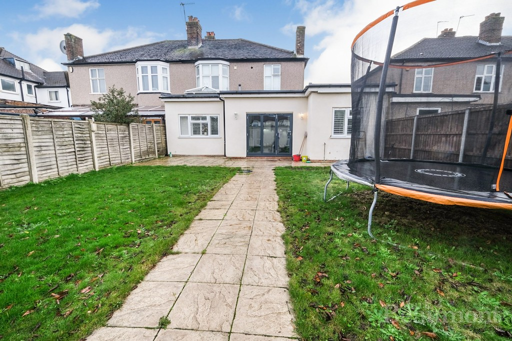 4 bed house for sale in Callander Road, London 10