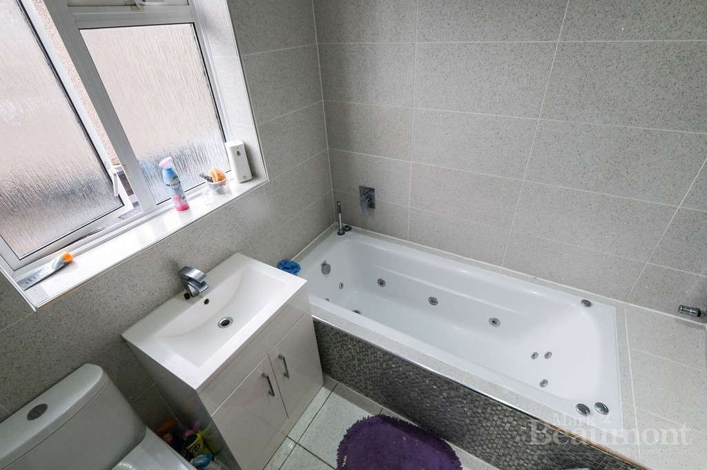 4 bed house for sale in Callander Road, London 13