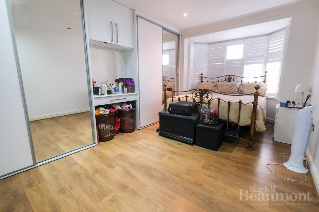 4 bed house for sale in Callander Road, London 8