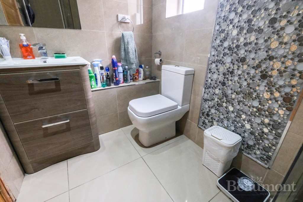 4 bed house for sale in Callander Road, London 11