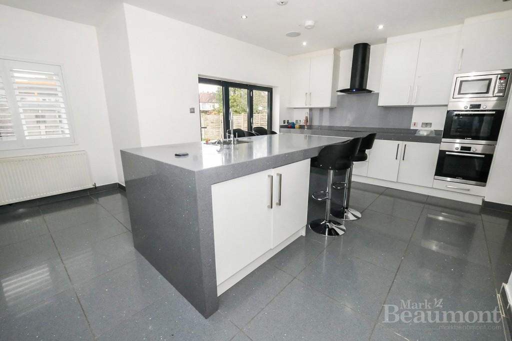 4 bed house for sale in Callander Road, London  - Property Image 3