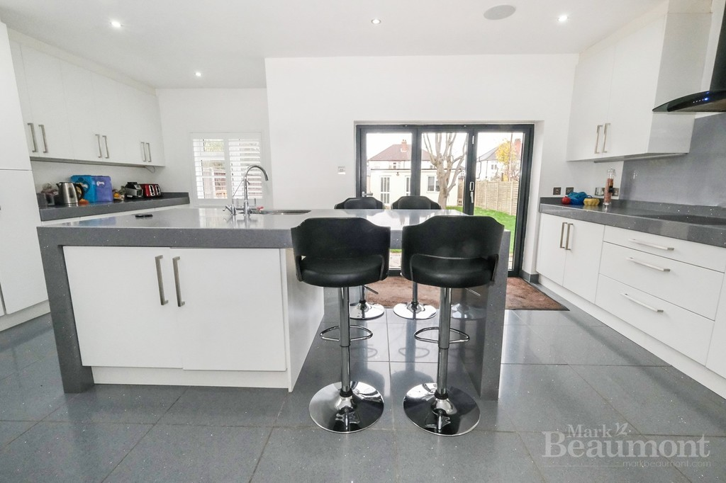 4 bed house for sale in Callander Road, London 3